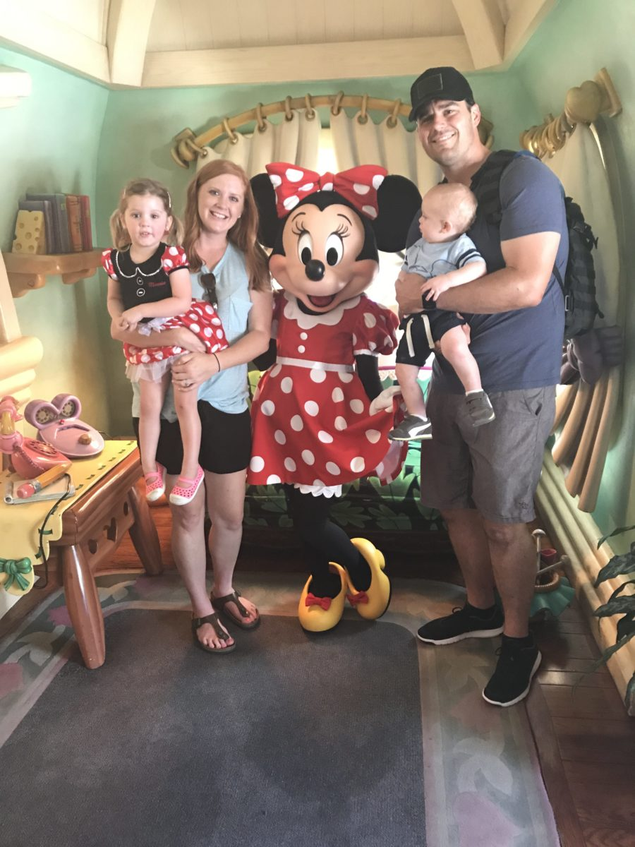 family picture with Minnie Mouse