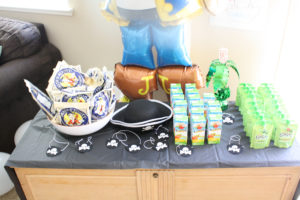 kid snacks at pirate party