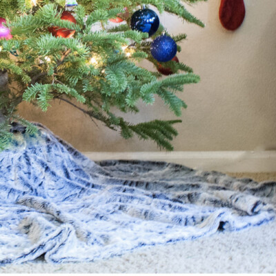 DIY no-sew faux fur tree skirt | www.okayestmoms.com