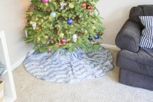 DIY No Sew Faux Fur Tree Skirt   www.okayestmoms.com