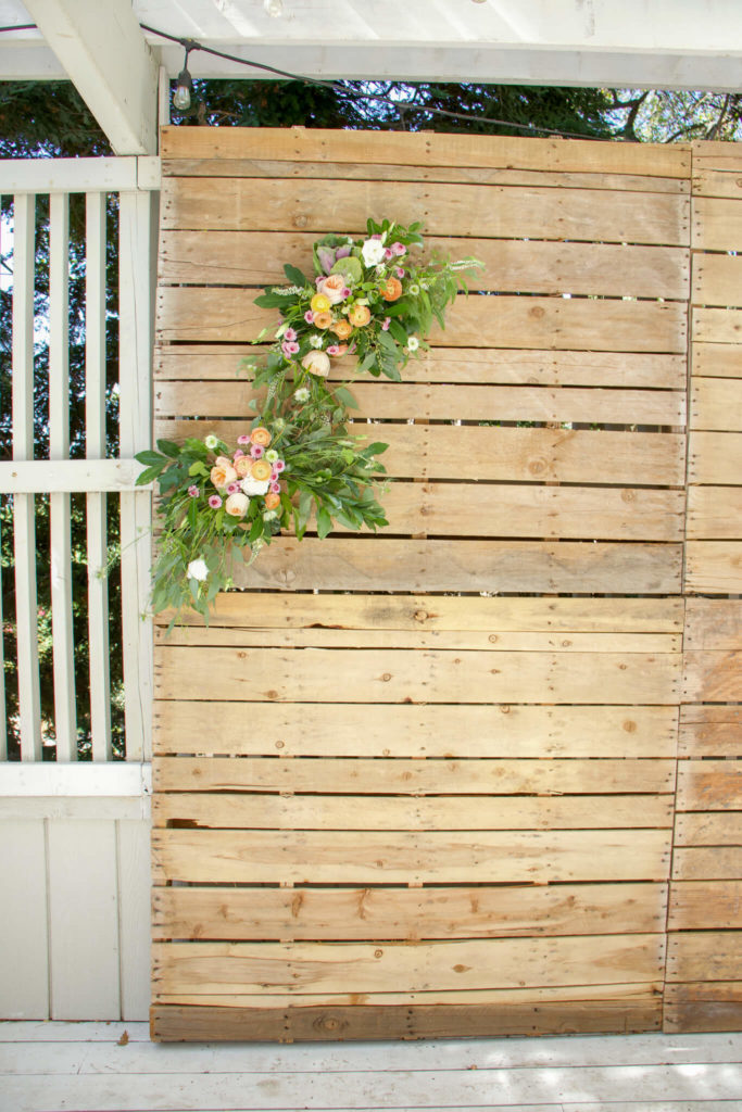 pallet wall photo backdrop