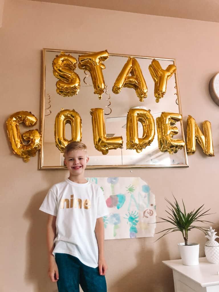 stay golden balloons decor