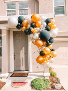 balloon garland from Frosting & Fringe