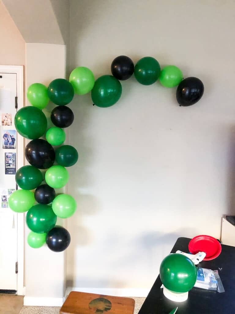 DIY minecraft balloon arch